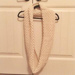 Old Navy Chunky Knit Infinity Scarf, Cream